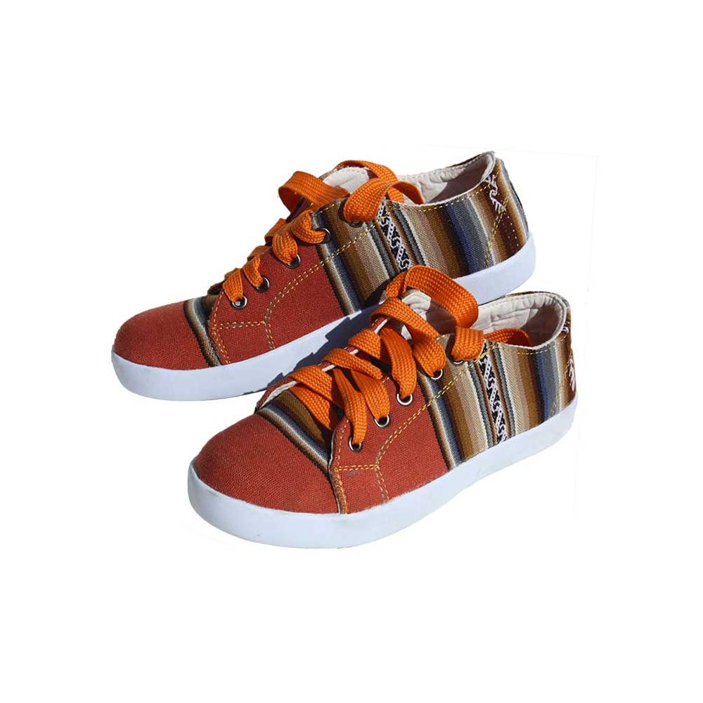 http://le-comptoir-peruvien.com/457-thickbox_default/chaussures-typiques-des-andes.jpg